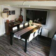 Deze foto toont de wachtruimte van Zangstudio ROBB